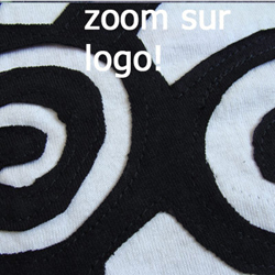 Robe WAR Logo Blanc Style 'déchiré'